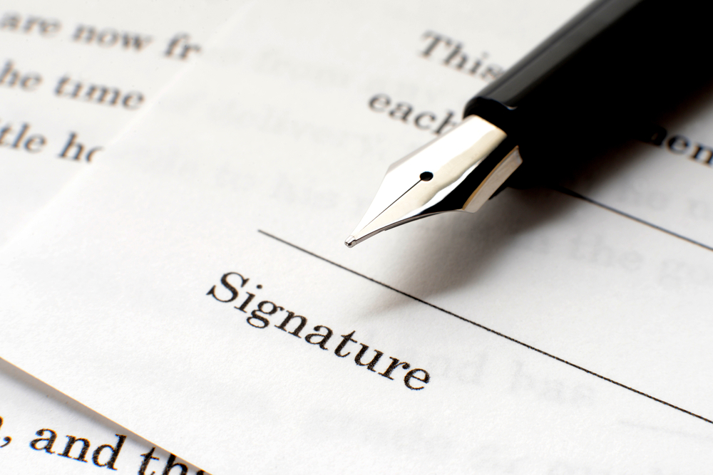 contracts attorney
